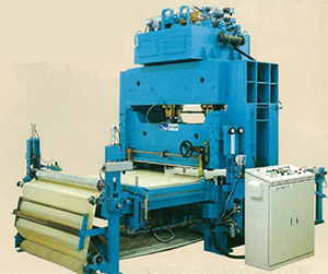 偏光フィルム用裁断機の製品写真